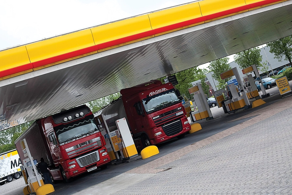 Fuels-Shell-Diesel-Extra-sign-truck-at-Shell_station